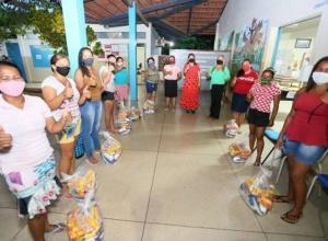 Governo do Tocantins entrega mais de 300 mil kits de alimentos a estudantes da rede estadual