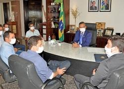 Governador em exercício recebe prefeitos eleitos e ouve demandas