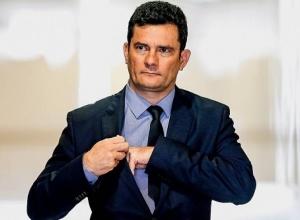 Sérgio Moro volta ao Brasil para decidir destino político