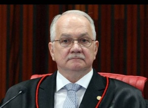 Fachin propõe que 'abuso de poder religioso' leve à perda de mandato