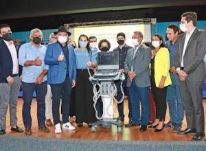 Governador Carlesse anuncia retomada das cirurgias eletivas e entrega equipamentos para municípios