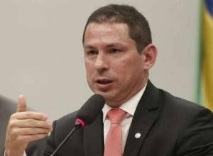 Vice-presidente da Câmara pede análise de pedidos de impeachment contra Bolsonaro