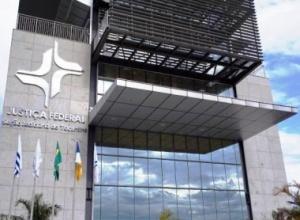Justiça obriga laboratórios a fornecerem remédios contra câncer