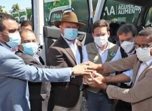 Governador Carlesse e ministros da Cidadania e do Turismo entregam 19 caminhões baú que vão fortalecer Programa de Aquisição de Alimentos no Tocantins
