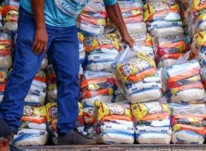 Governo do Tocantins atende 6,8 mil famílias impactadas pela pandemia em 15 municípios com entrega de kits de alimentos