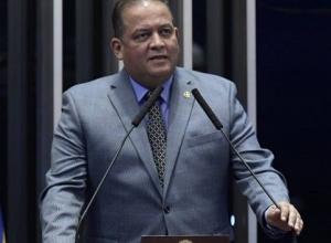 Líder do governo no Congresso defende reeleição de Davi Alcolumbre