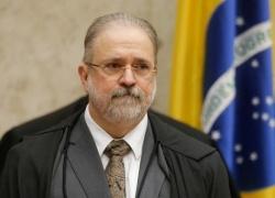 Após cobrança de Fachin, PGR faz novas diligências para decidir se acusa Renan