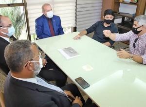 Governador Mauro Carlesse recebe prefeito de Paraíso do Tocantins e diretor da empresa Plena Alimentos