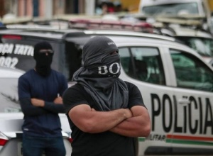 Quando a polícia bandida quer mandar na sociedade