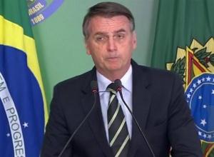 Bolsonaro sanciona lei que libera candidatos com contas irregulares