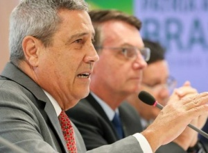 Ministro da Defesa rebate suposta ameaça à Câmara e fala do voto impresso