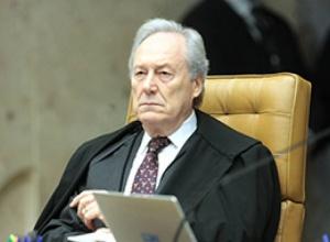 Aliados de Bolsonaro vão ao STF para tirar Renan da CPI