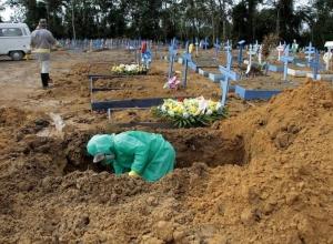 Com mais de 8 mil mortos em 48h, Brasil passa de 340 mil óbitos por Covid-19