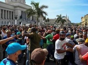 Protestos massivos eclodem em Cuba enquanto os cidadãos exigem o fim da ditadura comunista: 'Queremos liberdade!'