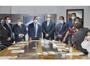 Governador Carlesse faz visita institucional à Assembleia Legislativa e parabeniza deputado Antônio Andrade por reeleição na presidência