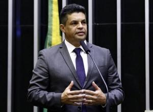 Câmara confirma cassação de mandato do deputado Manuel Marcos