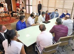 Governador Mauro Carlesse discute demandas de municípios com prefeitos