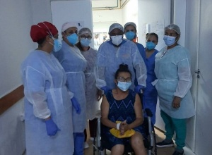 Dona Toinha, viúva de João Terror, recebe alta hospitalar