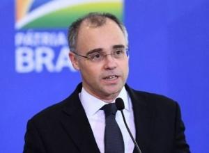 Ministro da Justiça afirma que vai investigar conduta de jornalistas
