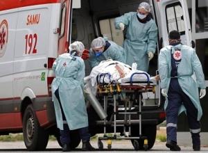 Média móvel de mortes por Covid-19 no Brasil aumenta todos os dias há um mês