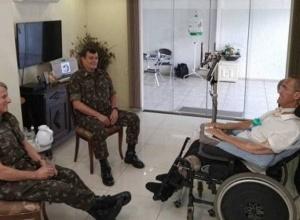 Para tentar arrefecer crise, Exército publica imagem de encontro de comandantes