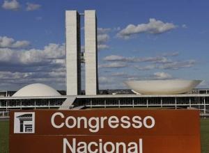Relatora na CCJ do Senado lê parecer contrário à volta das coligações em reforma eleitoral