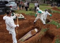 Brasil chega a 250 mil mortos com ritmo acelerado de óbitos por Covid-19