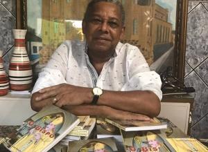 """O lançamento do romance """"O Bispo"""" do escritor Edivaldo Rodrigues foi um dos destaques na 3ª Feira Literária Portuense, dentro da programação da 39ª Semana da Cultura de Porto Nacional"""