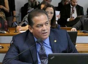 Eduardo Gomes aponta demora no crédito a pequenas empresas