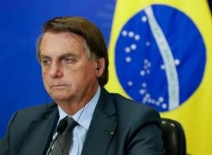 Bolsonaro é internado em hospital em Brasília e cancela reuniões