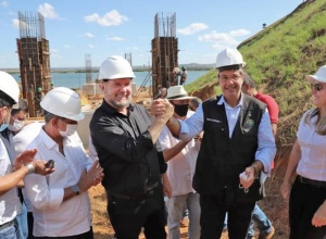 Semana do Governador Carlesse é marcada por homenagem em Porto Nacional, lançamento de linha de crédito para o setor de turismo e entrega de caminhões aos municípios